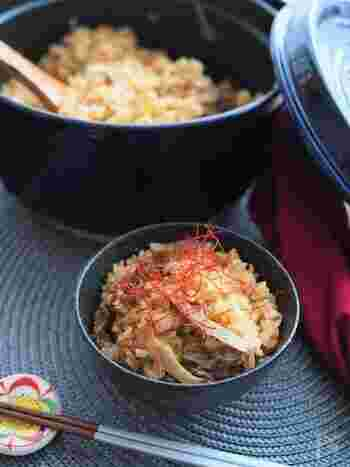 味付けのポイントは焼肉のたれ!たれには元々にんにくや野菜の旨味が入っているので、簡単に美味しい炊き込みご飯に仕上がります。