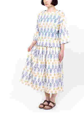 春らしいタンポポがぎっしりの爽やかで柔らかなスカート。 こんな風にセットアップでも、デニムジャケットやTシャツと合わせてカジュアルに着こなしても◎