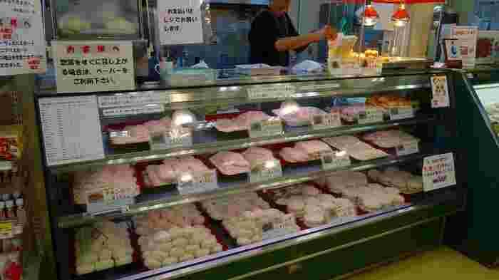 """「肉の駅」で特に人気があるのは、上州麦豚を使った""""揚げ物""""です。全て注文してから揚げるため、いつでも出来たて熱々が頂けます。"""