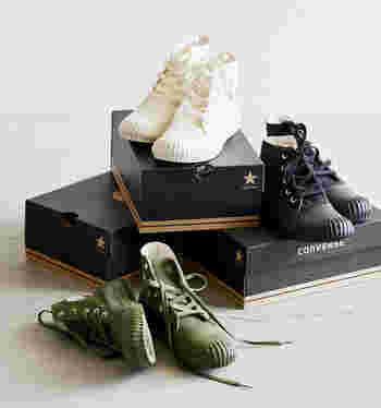 靴を箱に入れて保管する場合は、乾燥材を靴に触れないように入れてしまうと、カビ防止になり良いそうです。さらに靴の写真を撮って箱に付けておくと、中にどんな靴が入っているのかわかりやすくて、迷子になる心配がありませんよ♪
