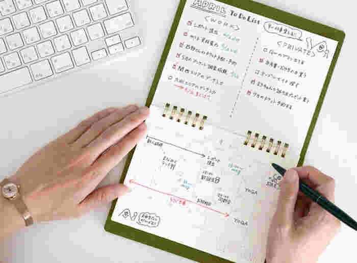 カレンダーの裏は横罫のノートになっているため、メモしたり、絵を描いてみたり…使い方はあなた次第!シーン問わず自由に楽しめる万能なカレンダーです。