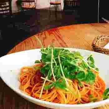 イタリアンをはじめとする60種類以上の多国籍フードや、季節のプリンや日替わりタルトといった デザートなど、メニューも充実。何度行っても飽きることのない多彩な料理が楽しめます♪
