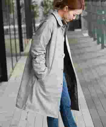LAVENHAM(ラベンハム)のコートは、チェックとキルティングのリバーシブル。クラシカルな雰囲気とカジュアルな雰囲気が楽しめます。さらりとした肌触りで、風を通さないので寒い時期から春先まで長く着られます。