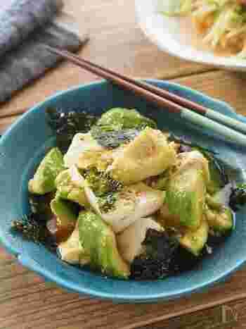 あと一品やおつまみにおすすめの韓国風サラダです。アボカドも豆腐も柔らかい食材なので、スプーンですくってそのまま和えればOK!あっという間の3分で一品出来上がりますよ。