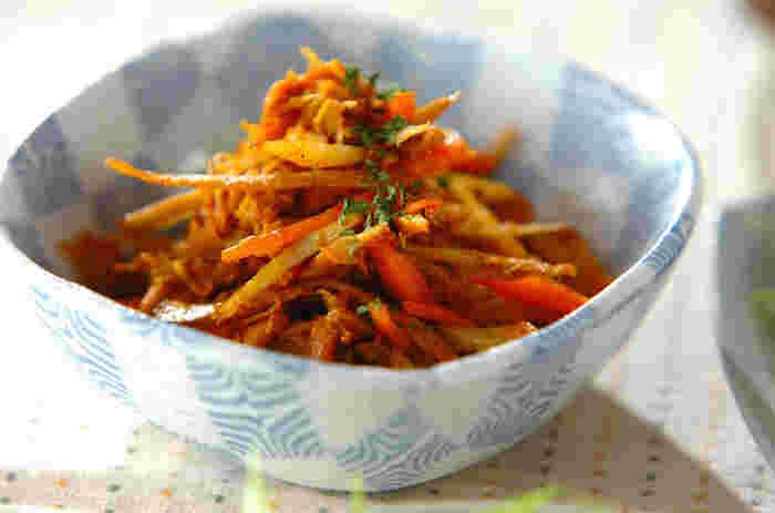 カレー粉とツナが入ったきんぴらは、子どもでも食べやすく、カレー粉に含まれるスパイスが暑い日の食欲不振も解消してくれます。