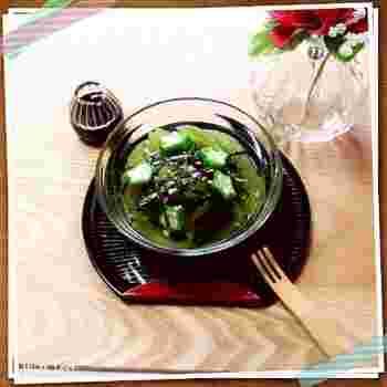 杜仲茶と寒天の入ったヘルシーで、レンジで作るお手軽なところてんです。 麺つゆをかけて、お総菜に…黒蜜をかけて、デザートにとバリエーションを楽しめます♪