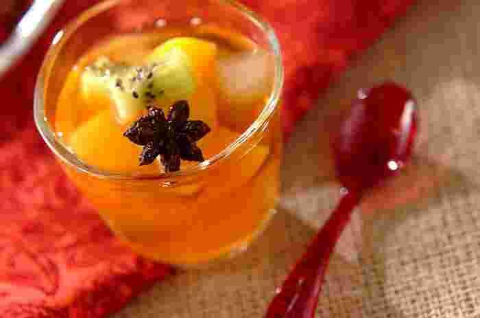 八角と紅茶の香りが楽しめる、ちょっとオトナなフルーツポンチはいかがですか?シロップのきれいな発色も楽しめます。