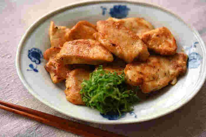 ■鶏むね肉の香味ソテー ダイエット中は普段より食への追求心が強くなるもの…あっさり系の味付けばかりでは飽きてしまいます。そんな時のお助けレシピがこちらの「鶏むね肉の香味ソテー」です。なんとなく物足りず濃い目の味付けや刺激が恋しくなったらカレー粉をプラスして満足感を得るようにしましょう。ヘルシー食材のもやしやキノコをプラスして量を増やしても◎。