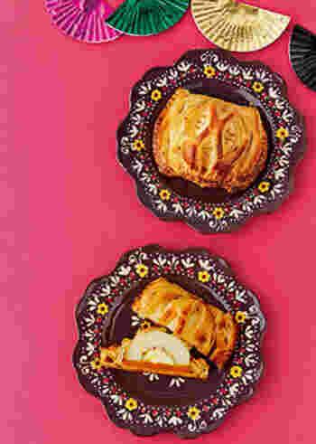 りんごとかぼちゃ、クリーミーなチーズが入った「パンプキンアップルパイ」。酸味のあるりんごに、甘いかぼちゃと、塩気のあるクリーミーなチーズは相性バッチリで、つい食べ過ぎてしまいそう。