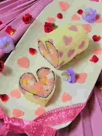 かわいいハートがいっぱい♪ 作るのも食べるのも楽しくなる、ロールケーキみたいなバレンタインのお寿司です。