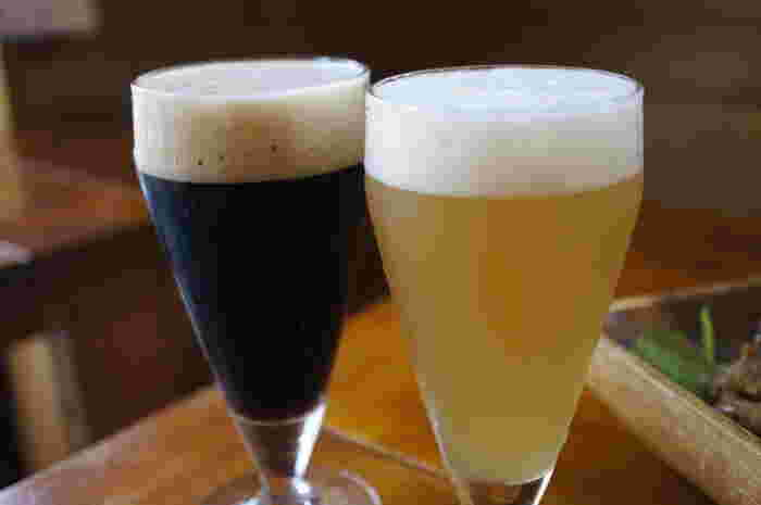 飲み放題は、飲み終わったら自分でカウンターに行き、好きなビールを注いでもらうスタイル。「塩レモンエール」や「ココア」など、珍しいクラフトビールもぜひ試してみたいですね。