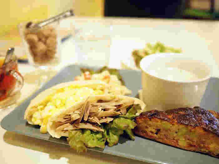 キッシュとピタパンのランチセット。ボリュームがあるように見えますが、けっこうぺろりと食べられちゃいます。