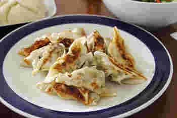 どんな具も美味しく包み込む♪焼いて、蒸して、揚げて…「餃子」アレンジレシピ