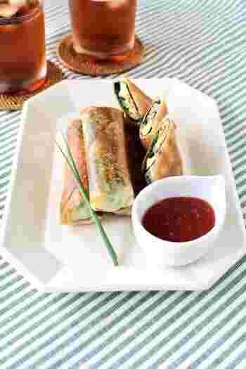 サバ缶、チーズ、梅干しなどコンビニで手に入る食材で作る春巻きは、具材を炒めて冷ます必要がないので、お手軽に作れるヘルシーな一品。簡単なうえにカルシウムも摂取できちゃう嬉しいレシピです。