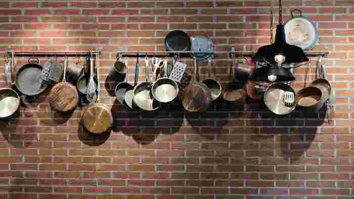 お鍋やキッチンツールなどでごちゃごちゃしがちなキッチン。日本の住宅事情に合った、コンパクトに収納できるお鍋があればいいと思いませんか…?そんな方におすすめしたいのが、見た目も名前もユニークな「やっとこ鍋」。あまり知られていない、やっとこ鍋の魅力をご紹介します。