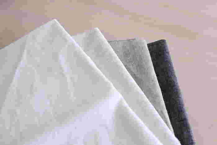ニュアンスのある布なら、使う場所や用途を限定せずに、様々な場面で使用することができますよ。おうちをきれいに整えてくれる『布』を、日常に取り入れてみませんか?