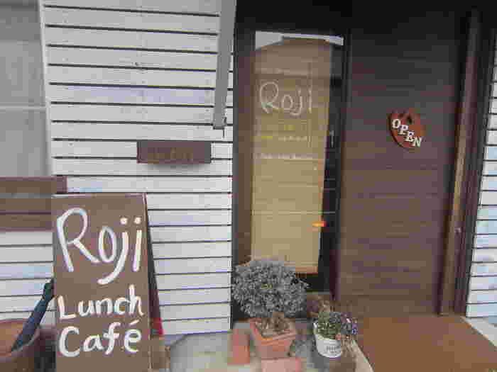 県道201号線沿いにある「Roji菜園テーブル」は、野菜がおいしいカフェレストランです。