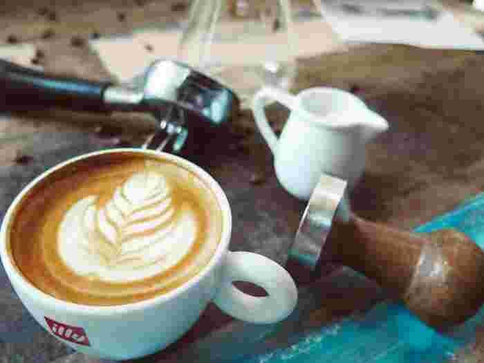 絶対にカフェインを飲んではいけないということではありません。お洒落なカフェでいただくコーヒーや紅茶は、ゆったりと心をリラックスさせてくれます。コーヒーなどは三時のお楽しみとして、回数を少なめに、とっておきのものとして味わうようにしましょう。