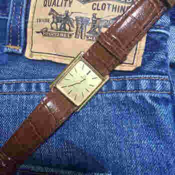 オメガのヴィンテージの手巻き時計。ベルトは新しいものに交換され、オーバーホールも済まされています。
