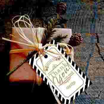 お菓子と一緒にメッセージカードを添えて。気持ちと温かさが伝わりますよ。