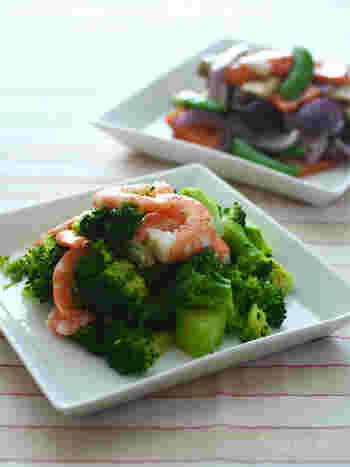 彩り鮮やかな野菜メニューは、ナンプラーをきかせたエスニック風味や、スパイス風味などで味に変化をつけます。