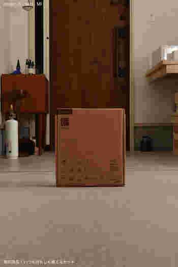 お家の棚やクローゼットに置いて災害に備えておけるのが「備えるセット」です。紙箱に入っていて、本棚などにも丁度良く収納できるのが「無印良品」らしい心遣いです。