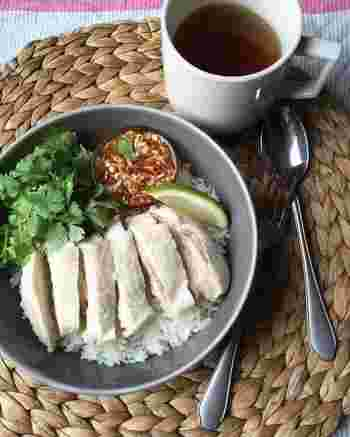 タイの人気鶏料理、カオマンガイを本格的に作るなら、やっぱりジャスミンライスなしでは始まりませんよね。香りだけで一瞬にしてタイ気分に♪