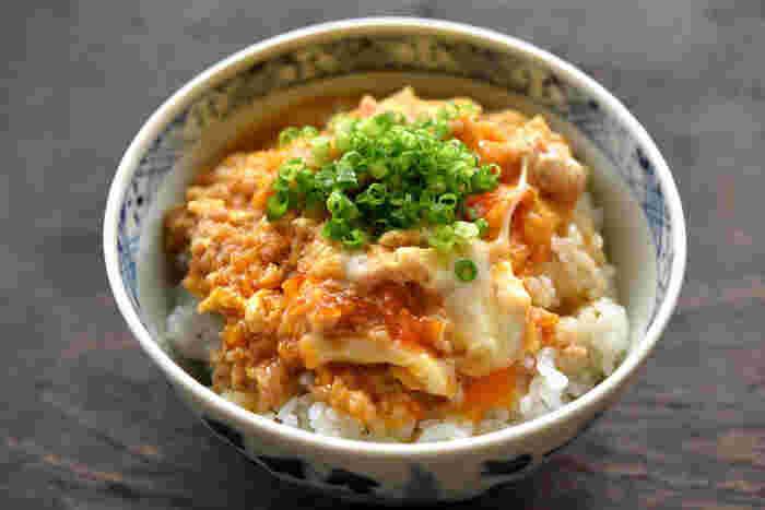 ■ 簡単そぼろ親子丼  鶏ひき肉を使った時短レシピの親子丼!15分あればこんなしっかりしたご飯も作れます。朝からエネルギーチャージしちゃいましょう♪