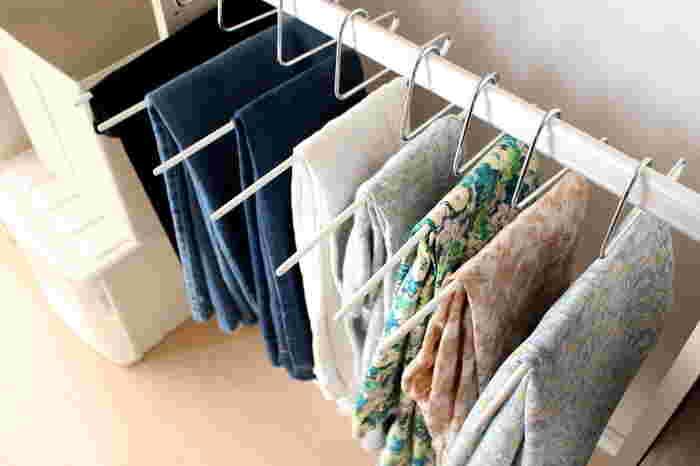 今、着たいと思う洋服だけを厳選して、出しやすいところに置くと自然と必要なものと不必要なものが分かるようになってきます。ゆったりめに配置することで、さらに取り出しやすくなりますね。