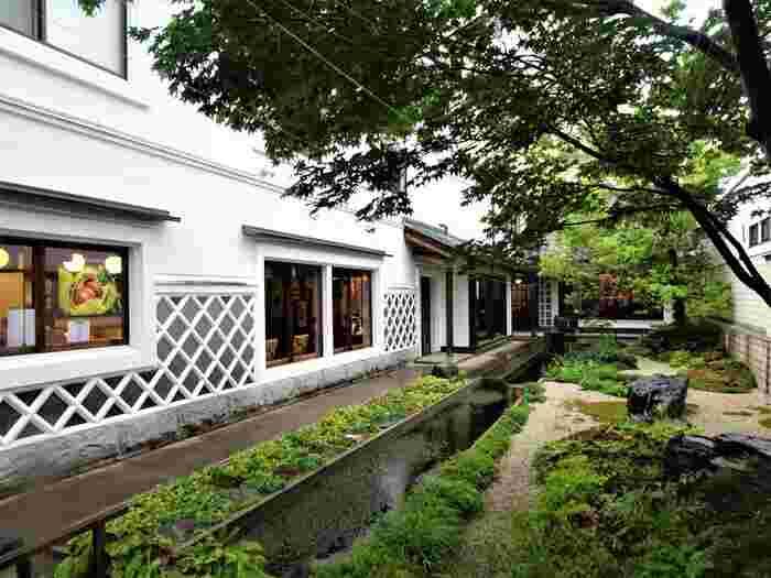 北斎や日本のあかり博物館を観てから、栗の小径をそぞろ歩き。
