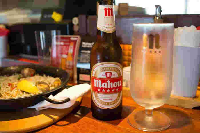 鎌倉の地ビールからスペインのビール、その他にも多数のお酒がある、ちょっとつまんだり飲んだりも気楽にできる江ノ電の旅にぴったりなお店が、七里ヶ浜の駅前にある「モリモリ」です。