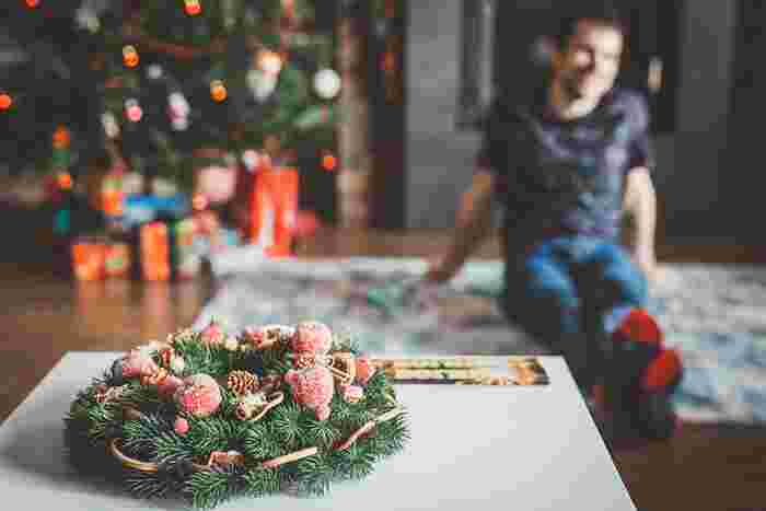 毎年クリスマスにバカ騒ぎをしていた幼馴染のイーサン、アイザック、クリスの3人組。しかし、アイザックがパパになったことをきっかけに、大人になった3人はパーティーにピリオドを打ちます。