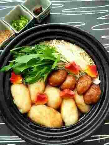 すり下ろした大和芋を揚げてお鍋にドボンと入れた「揚げとろろ鍋」。お肉を入れなくても食べ応えもあり、栄養価もバッチリ、おまけにヘルシー!少しだけ手間はかかりますが、揚げたとろろとお出汁の相性は抜群です。