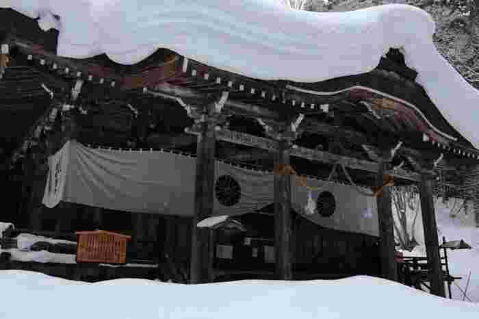 冬期は他の4社の御朱印を授かる場所になるので、冬でも多くの参拝客が訪れますが、くれぐれも足元に気をつけて、事前に現地の情報をチェックしてください。