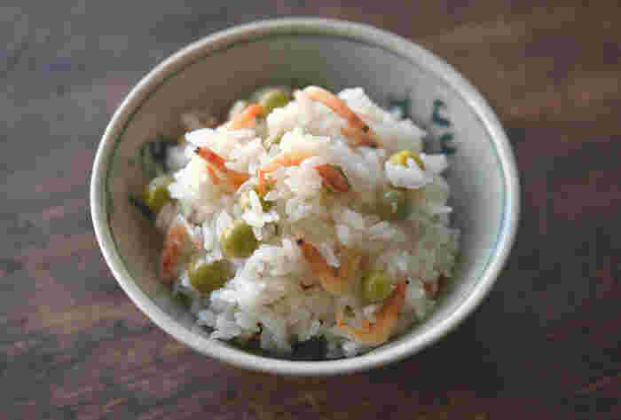 秋の味覚と言えば、くりや銀杏、きのこ、鮭、秋刀魚…どれも食欲をそそる美味しいものばかり!使う食材に合わせて味付けを変えたりして、いろんな炊き込みご飯を楽しんでみてくださいね◎