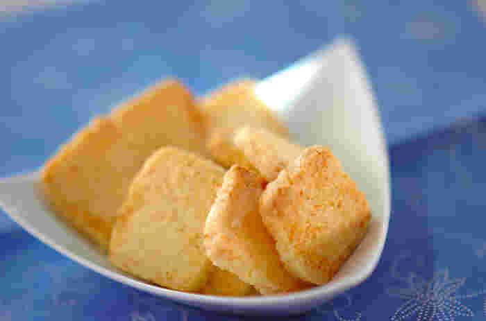 サクサクッと軽い食感のクッキーは、ココナッツの優しい香りと甘さがふわっと広がります。