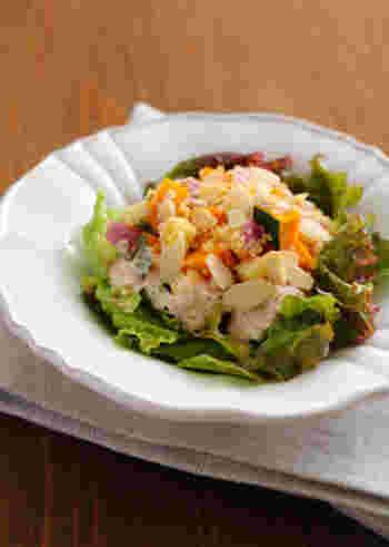 食物繊維を豊富に含んだキヌアやカボチャ、腸にいいとされる乳酸菌を含むヨーグルトがたっぷりと摂れるサラダなんていかがでしょう。