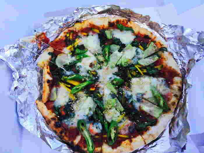 自家製窯で焼き上げるピザもぜひ食べたいメニューのひとつ。 焼きたてのおいしさは言葉にできないですよ♪