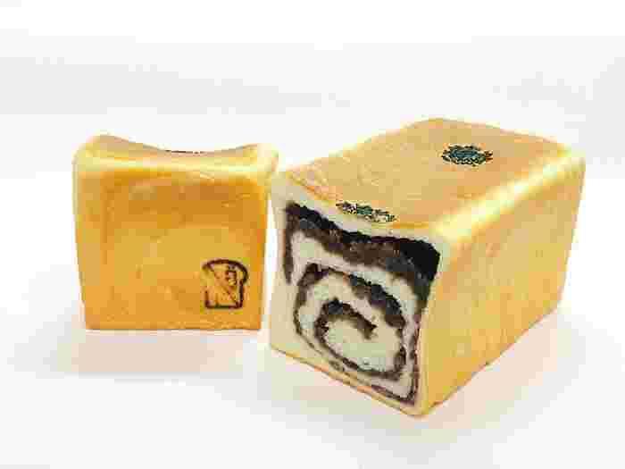 ここのあん入り食パン「小倉 もちこ」は、もちもち食感が魅力です。耳の際まであんこが詰まっているので、ひと口目から笑顔になれそう!
