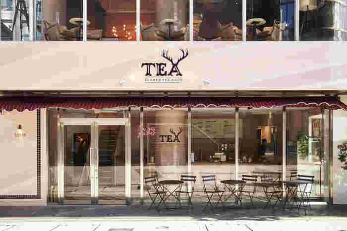 青山通から1本入ったところに、LA発のティーブランド「ALFRED TEA ROOM(アルフレッド ティー ルーム)」の日本旗艦店があります。