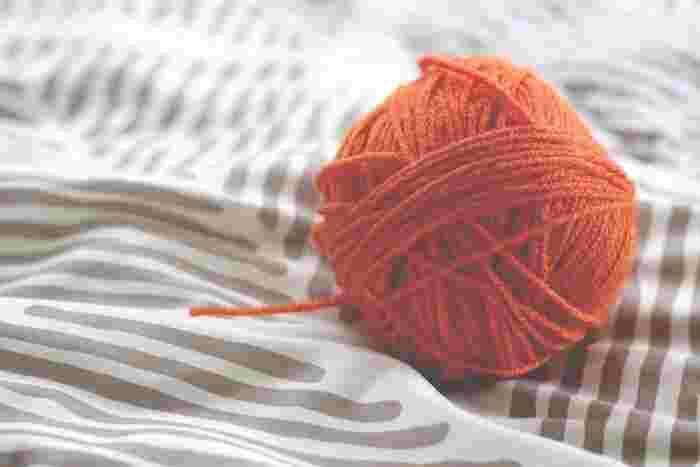 簡単だけど、アレンジ次第でたくさんのデザインを楽しめる指編み。お子さんの初めての手芸にもぴったりなので、是非一緒にチャレンジしてみて下さいね!