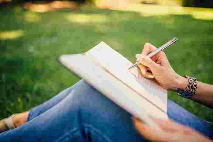 心に残った言葉はノートに書き留めておくのもおすすめです。時々読み返してみると、その時の自分の心理状態が見えたり、自分がどんな生き方を理想としているのかが分かったりしますよ☆