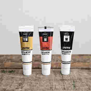 ダイソーのアクリル絵の具、黒×茶×黄土を使って作れるのは、鉄錆色です。 鉄の色や質感を作るなら、黒×茶の組み合わせがベースとなりますが、そこに黄土色をほんの少し加わると、一層リアルに。