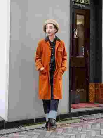 11月は日中も寒さが感じられる季節なので、少し厚手のジャケットなど羽織物があると便利です。秋色の鮮やかなアイテムは街中でも目を引きそうですよね。