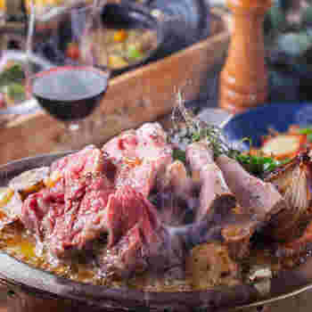 特製ソースがたっぷりとかけられた熟成ローストビーフは一口ほおばると、口の中いっぱいにお肉の旨味とソースのコクが広がってゆきます。