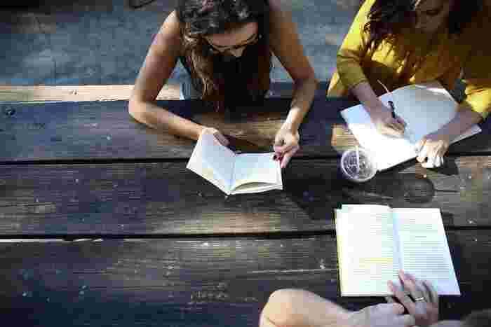 学生時代に、友達と交換日記をしていた人も多いのでは?現代では距離的に離れていてもアプリで日記を共有することだって可能。日頃感じている思いを、気が合う仲間同士で共有するコミュニケーションツールとして使ってみるのもおすすめです。