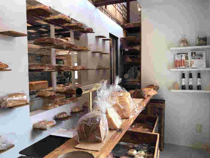 1979年に東京で創業して以来、国産小麦と天然酵母を使ったパンを作り続け、約40年ぶりに店主の故郷である高崎に戻ってきたそう。もちろん、高崎のお店でも安心して食べられる国産小麦と天然酵母を使ったパンが店内に並び、どれも美味しそうで目移りしそう。