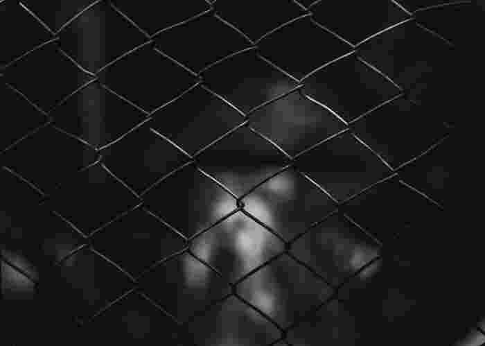 刑務所帰りに少女を拉致する主人公ビリーは愛を知らずに育った男。幼さが残りながらも愛情深い母性に溢れた少女レイラとの出会いにより、どこまでも不器用に生きるビリーの深い孤独にも変化が・・・。