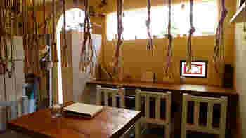 カフェスペースではものづくり教室や企画展なども開催。ものづくりを楽しむ人同士が楽しく交流できる場所になっています。