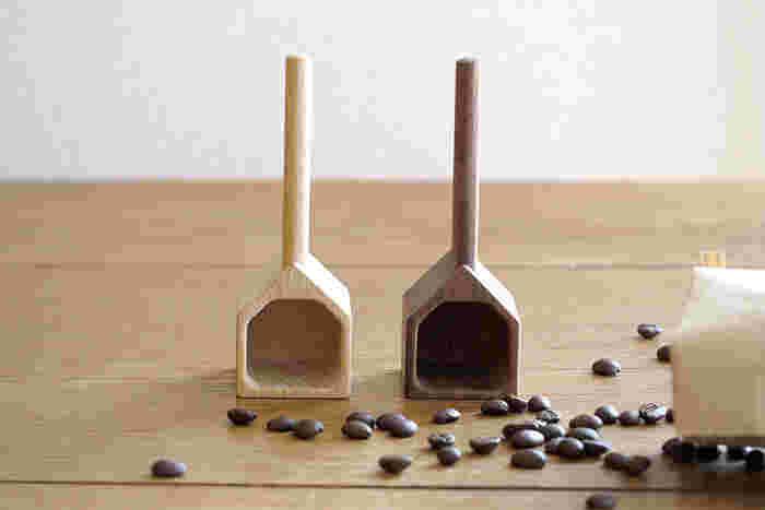 美味しいコーヒーを淹れるためには、適正な量のコーヒー豆を使うことも大事です。置いているだけでも可愛いこちらのコーヒーメジャーは、一杯で10gを計量することができます。コーヒーツールを揃える際に、あわせて検討したいアイテムですね。